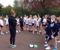 International netballer delivers coaching to Year 7
