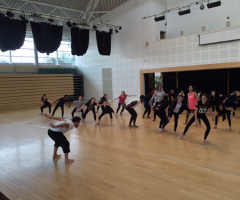 Students take part in Dance workshop